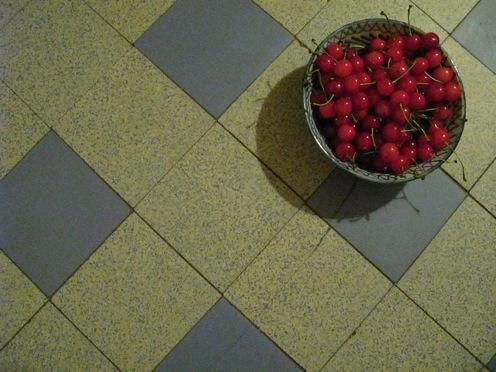 Cerises sur sol de cuisine_mh_4093